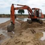 Khai thác cát tại Long Biên